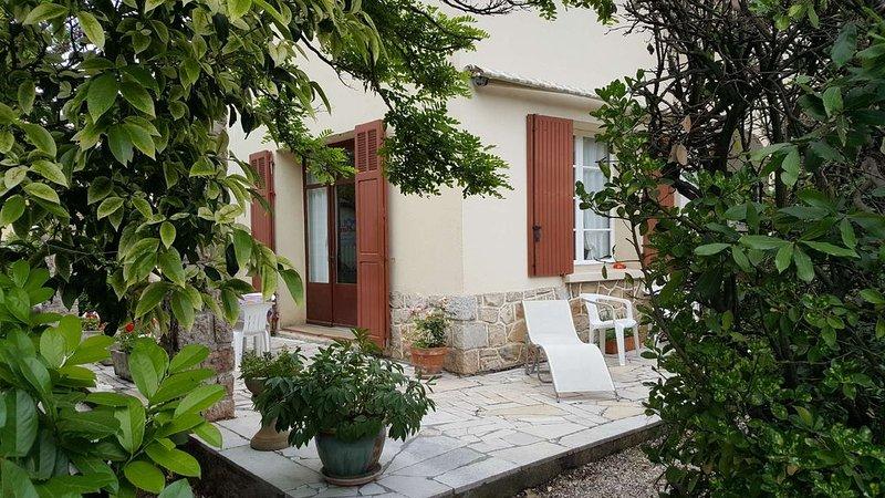 Belle Villa 72 M2, Grand Jardin, 3 étoiles à 200 M du Village 1.5 km des  plages, casa vacanza a Le Pradet