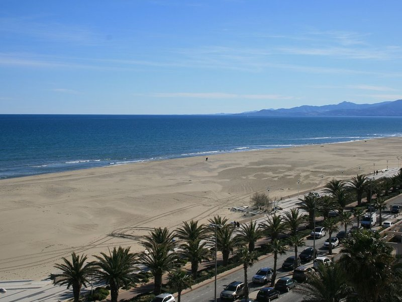 APPARTMENT F3 FRONT DE MER + PARKING+ INTERNET, vacation rental in Canet-en-Roussillon