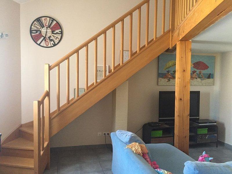 Appartement lumineux, cosy, parfait en famille. 80M2, 3 chambres, garage privé, vacation rental in Villeneuve les Beziers