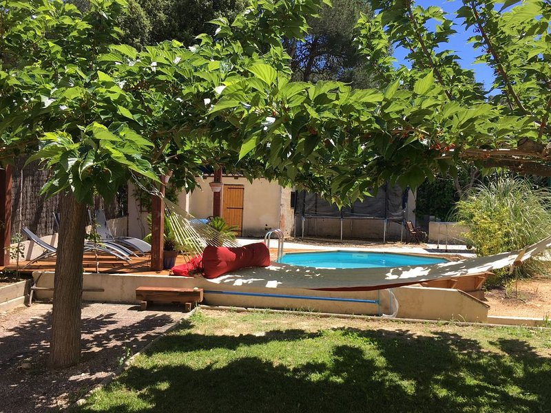 Villa provençale 150 m2 sur 1000 m2 au calme idéalement située, holiday rental in Salon-de-Provence