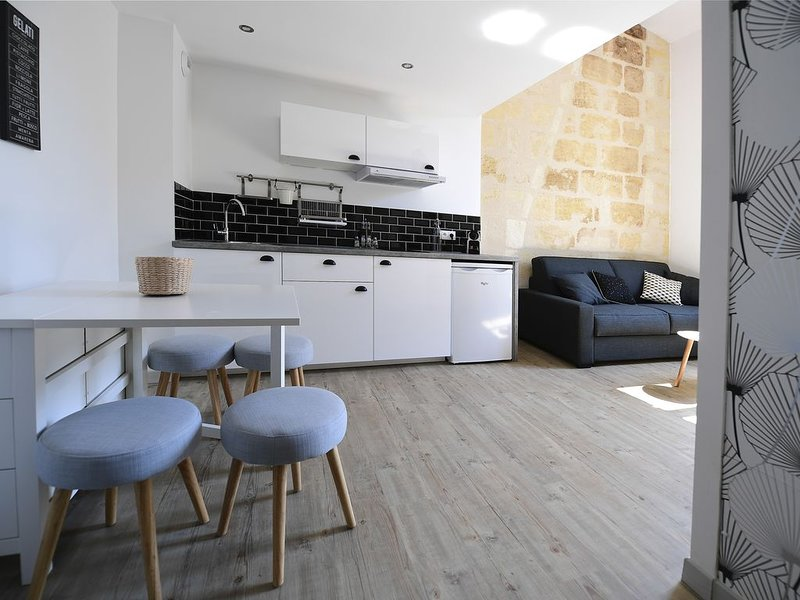 ★ DUPLEX ★ DESIGN ★ PARKING (optional) ★ SWEETHOMEBORDEAUX, vacation rental in Bordeaux