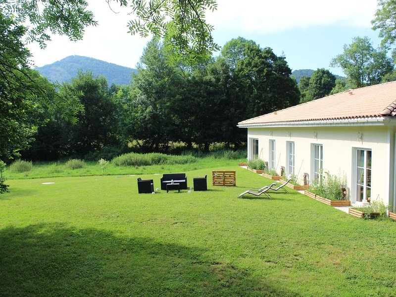 Chambres d'Hôtes - SPA - Institut de Beauté, holiday rental in Siradan