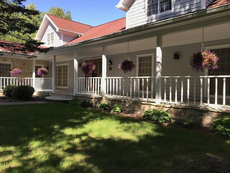 5 bedroom waterfront home with stunning views!, alquiler de vacaciones en Menominee