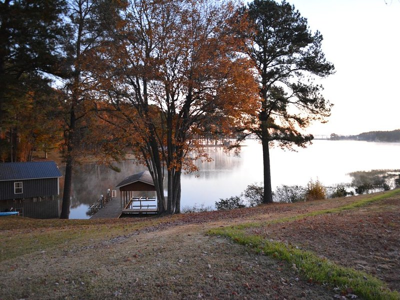 Lake Gaston Waterfront home with boat dock and views, vacation rental in Gaston