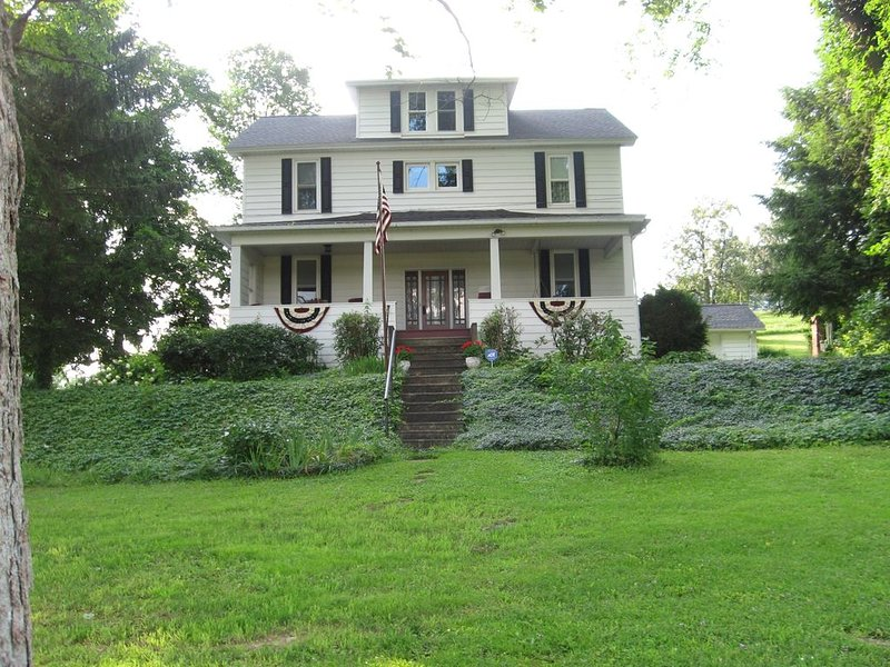 Central Pennsylvania Shoff-Read Century Farmhouse Vacation Rental, holiday rental in DuBois