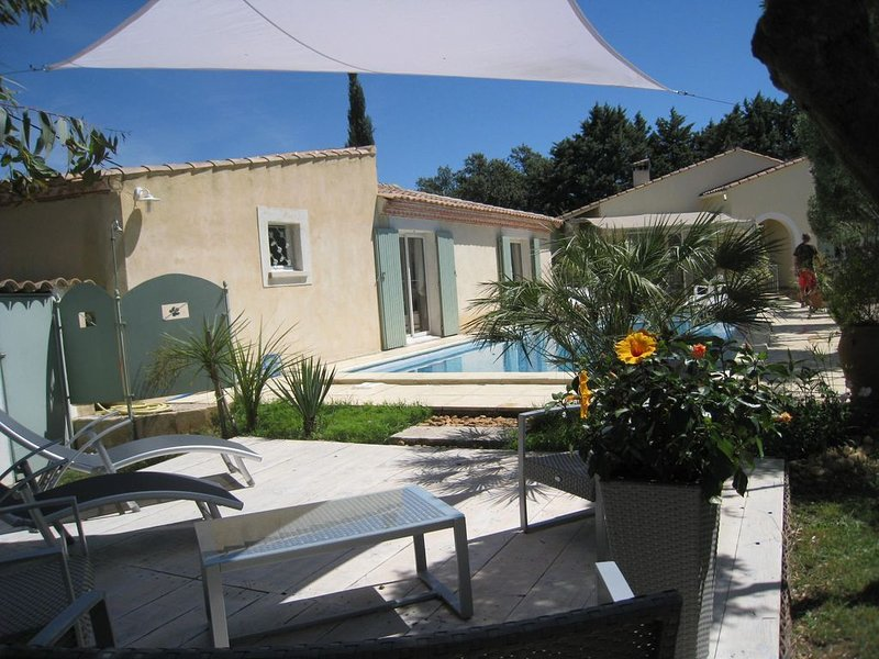 Cozy Cottage in the Very Heart of Provence Among Oliver Trees, aluguéis de temporada em Montfrin