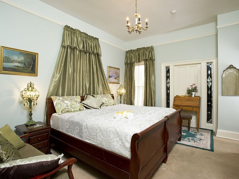 Lawton Guest Suite: Historic Guest House W/ Jacuzzi Tub, location de vacances à Fort Wayne