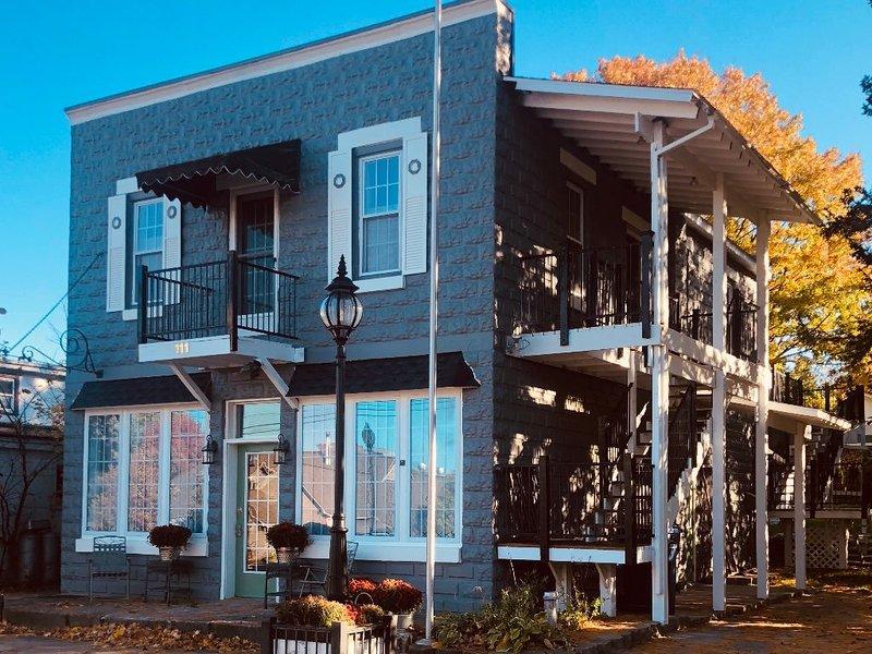 The Clark House - located in the heart of Leelanau County, alquiler vacacional en Lake Leelanau