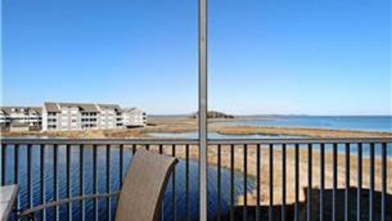 Fabulous Bay Front View in Bethany Bay, holiday rental in Oak Orchard