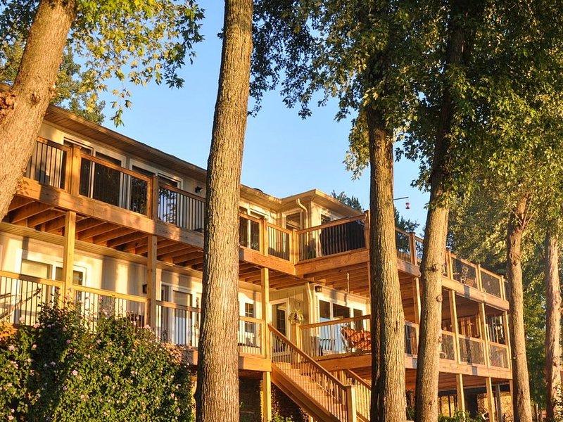 7BD * Luxury Waterfront Property * Near Louisville, casa vacanza a Prospect