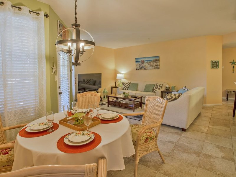 SPECIAL FALL! 2beds, 2baths,FREE WI-FI, gated comunity,close to Clearwater Beach, alquiler de vacaciones en Belleair