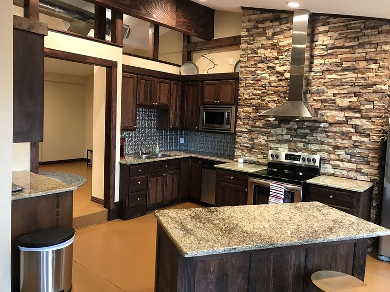 Twisted Branch Retreat at Possum Kingdom Lake.  Perfect for large gatherings!, holiday rental in South Bend