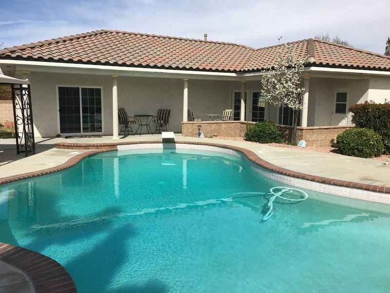 Private Estate Casita with Pool!, holiday rental in Lancaster