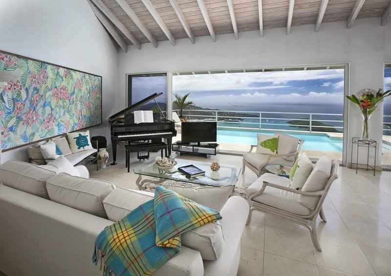 VILLA MARTI  With Breathtaking Views Of Down Town And The Carribeab Sea, holiday rental in Magens Bay