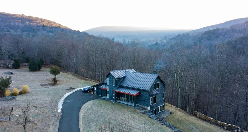 House on 35 Acres w/Mt Views, Private Trails & Creeks, alquiler de vacaciones en Woodstock
