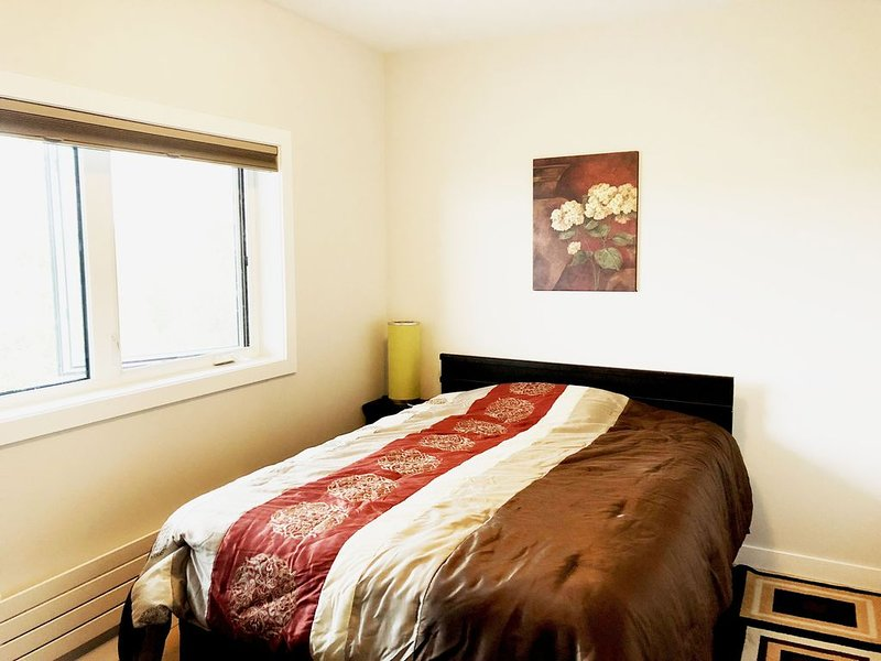 Cozy stay right by Great Slave Lake Bay with spectular views of Northern lights, holiday rental in Northwest Territories