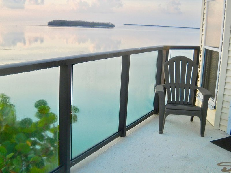 OCEAN FRONT: The Glass House, holiday rental in Cudjoe Key