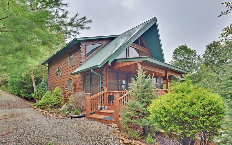 Beautiful Mountain Chalet Home, aluguéis de temporada em Murphy