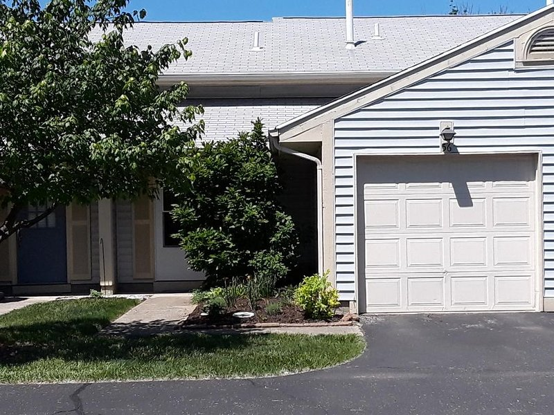 Executive or Short Term Housing Available May 3,  2021, Ferienwohnung in Fairborn