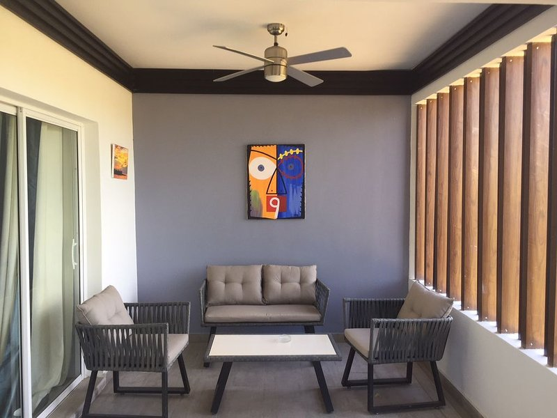 Modern Townhouse, 2 bedrooms. Kingston, alquiler vacacional en Stony Hill
