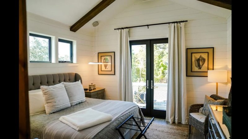 Peaceful Easy Living, -- just 3 blocks to the beach and a short walk to Seaside., vacation rental in Grayton Beach