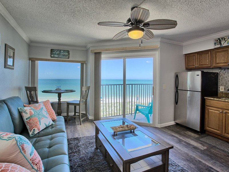 Beautiful freshly remodeled beachfront condo, vacation rental in Belleair Beach