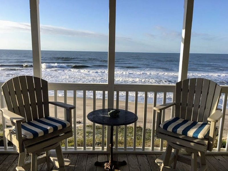 Oceanfront Retreat with Beacon's Reach Amenities! Surf, Sand, Pools, Tennis, casa vacanza a Newport