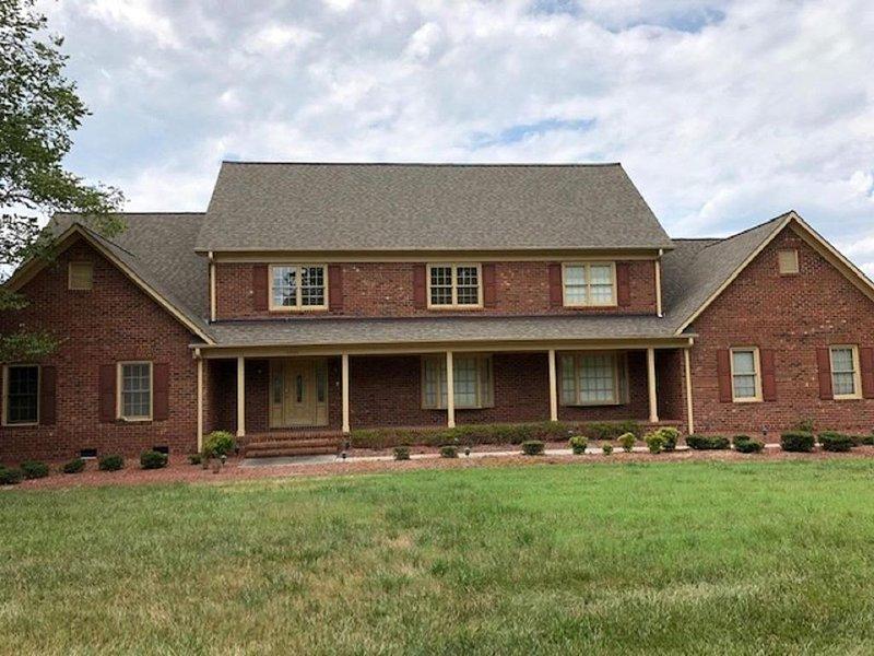 Beautiful Executive Home Minutes away from Greensboro, Highpoint, Burlington, holiday rental in Saxapahaw