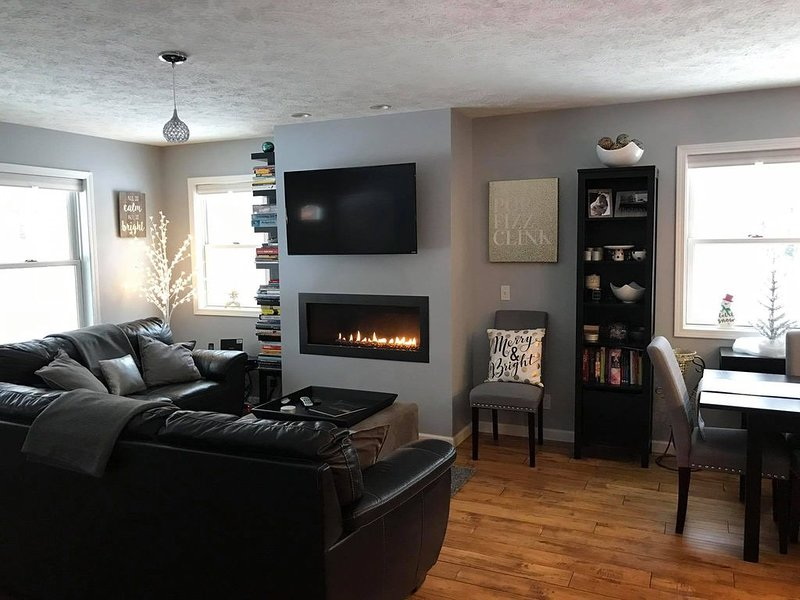 Immaculate, new build home, perfect for couples, close to Sleeping Bear Dunes, alquiler vacacional en Empire