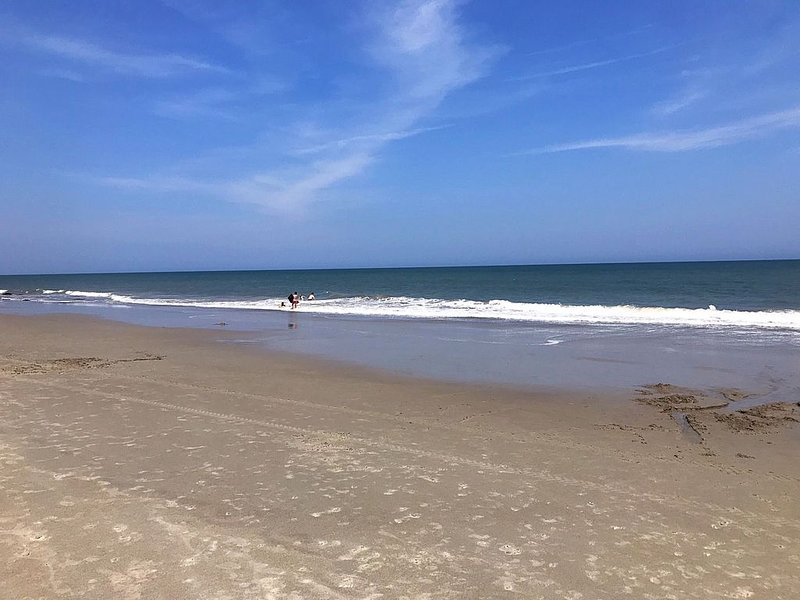 """""""South Star' ocean front, sleeps 6, in ground pool on ocean!, vacation rental in Kure Beach"""