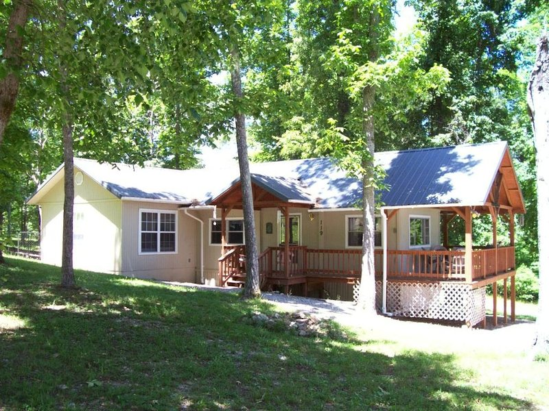 Affordable, Private, Norfork Lake View Home - Walk to water's edge! Super Nice!, vacation rental in Henderson