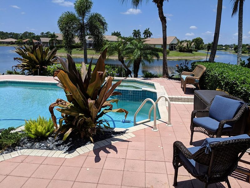 NEW! SPECTACULAR  WATERFRONT/POOL HOME-WITH AMAZING WATERFRONT SUNSETS!, location de vacances à North Lauderdale