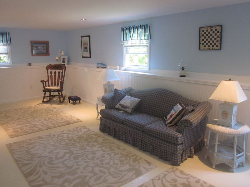 Cozy, Comfy and Clean  - Central AC - Walking Distance to the Village of Chatham, holiday rental in North Chatham