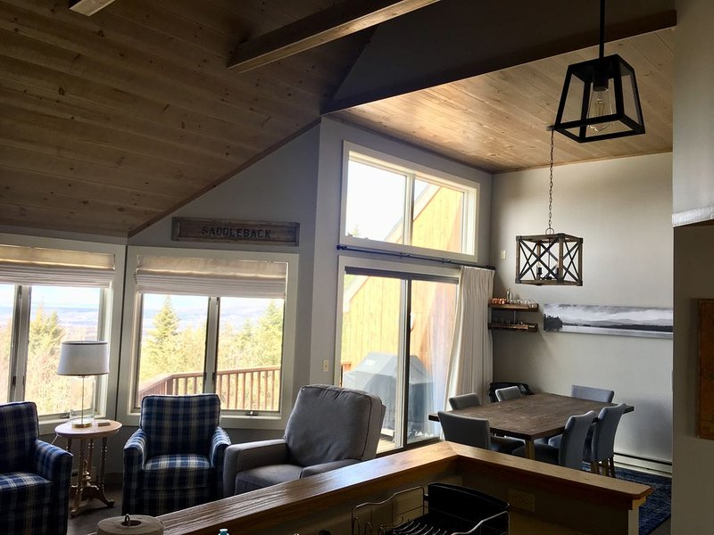 Saddleback Mountain 3-4 BR condo with views near Rangeley, alquiler de vacaciones en Rangeley