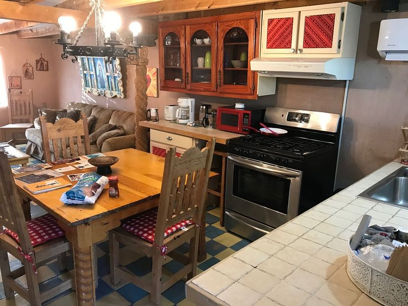 Camino Real Casita B Complete Home, holiday rental in White Rock
