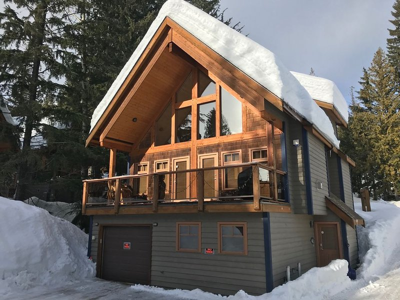 Unbeatable Chalet at Base of Red Mountain, holiday rental in Christina Lake