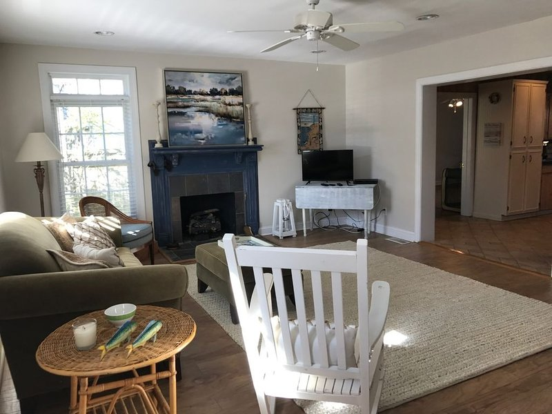 The Perfect Place for a Socially Distanced, Stress-free Thanksgiving Holiday!, holiday rental in Morehead City