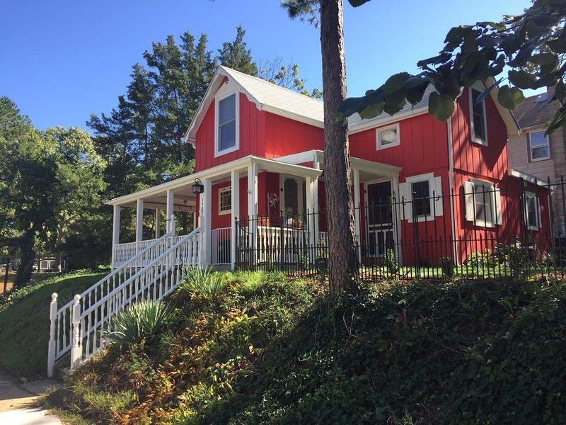 Cozy Cottage at the River - Historic CampMeeting Cottage, 1 Block from River, aluguéis de temporada em Bayville