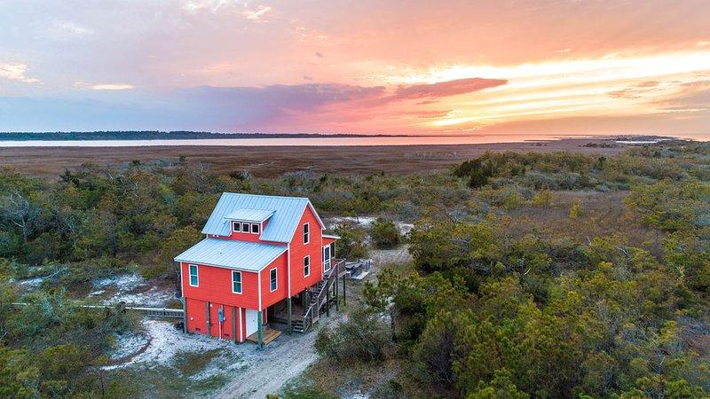 Cedar Island Coastal Cottage, casa vacanza a Cedar Island