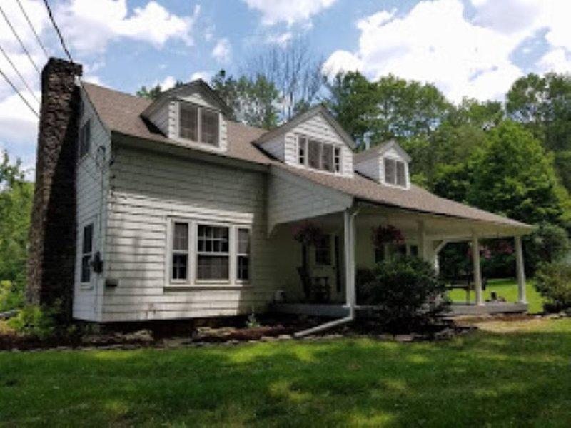 Charming cottage surrounded by 75 quiet acres, location de vacances à Wellsboro