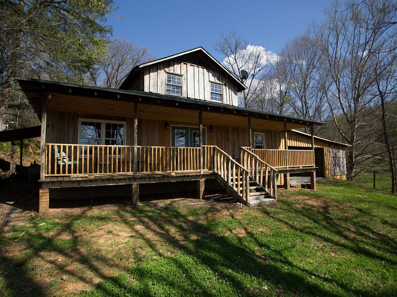 Beautiful, River-Front, Pet-Free Home, holiday rental in Elizabethton