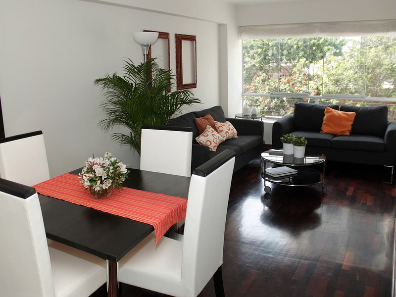 Cozy apartment with parking – semesterbostad i San Isidro