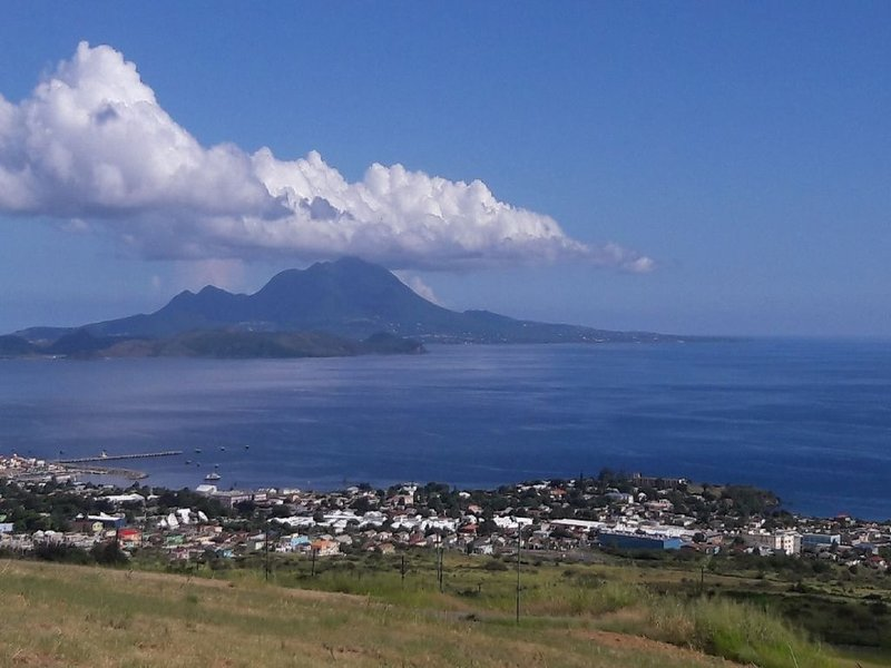 Ocean View + Gated Community + Cozy Apartment, holiday rental in St. Eustatius