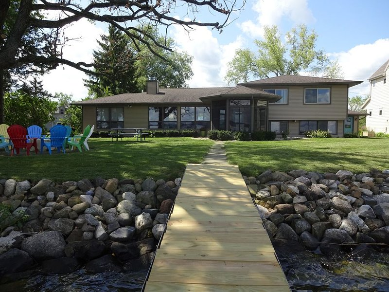 Book now for Spring/Summer 2021! 8 adults max!, vacation rental in Edgerton