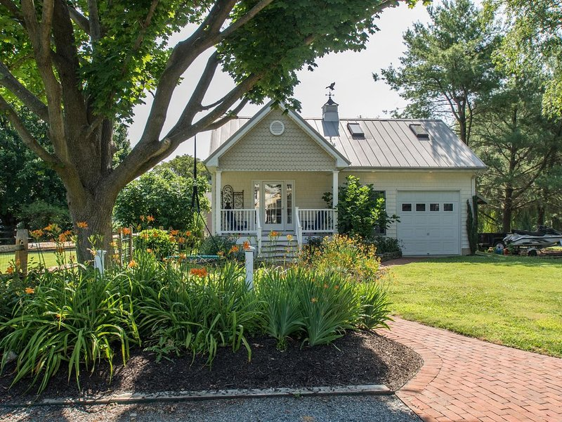 In Town Beautiful Studio Cottage with Sauna, Lawton Avenue, holiday rental in Centreville