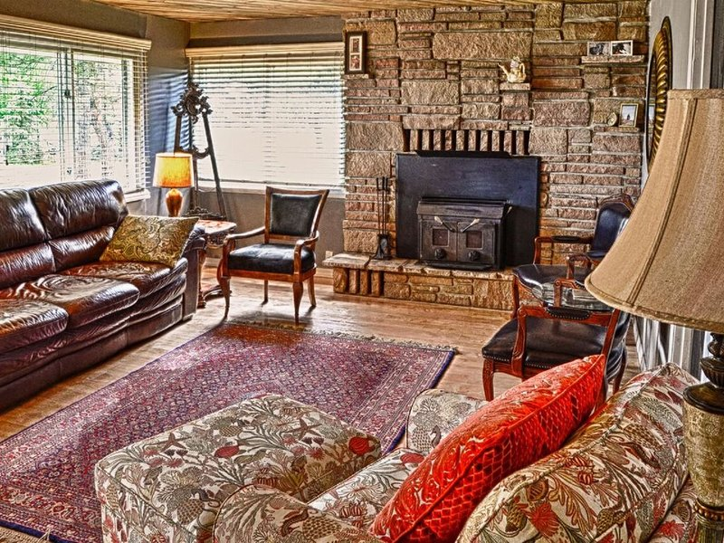 Pagosa Lake 3 bedroom artist's cottage with large patio and deck., holiday rental in Pagosa Springs