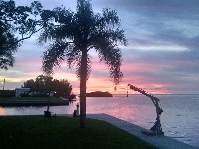 Beautiful Gulf-front Vacation Rental House, holiday rental in Hudson