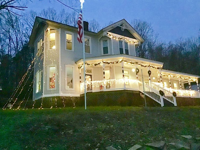 Historic 1893 Reed - Dossey House Bed & Breakfast, location de vacances à Rocky Hill
