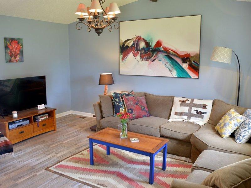 Beautiful 2BR/2Bath Paintbrush House - Downtown Cody - Yellowstone National Park, vacation rental in Wapiti