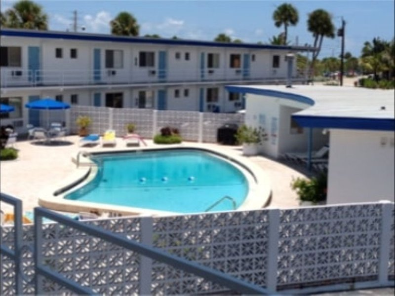Across from Lido Beach Pavillon, 1 BR, 1 BA w/pool., holiday rental in Sarasota